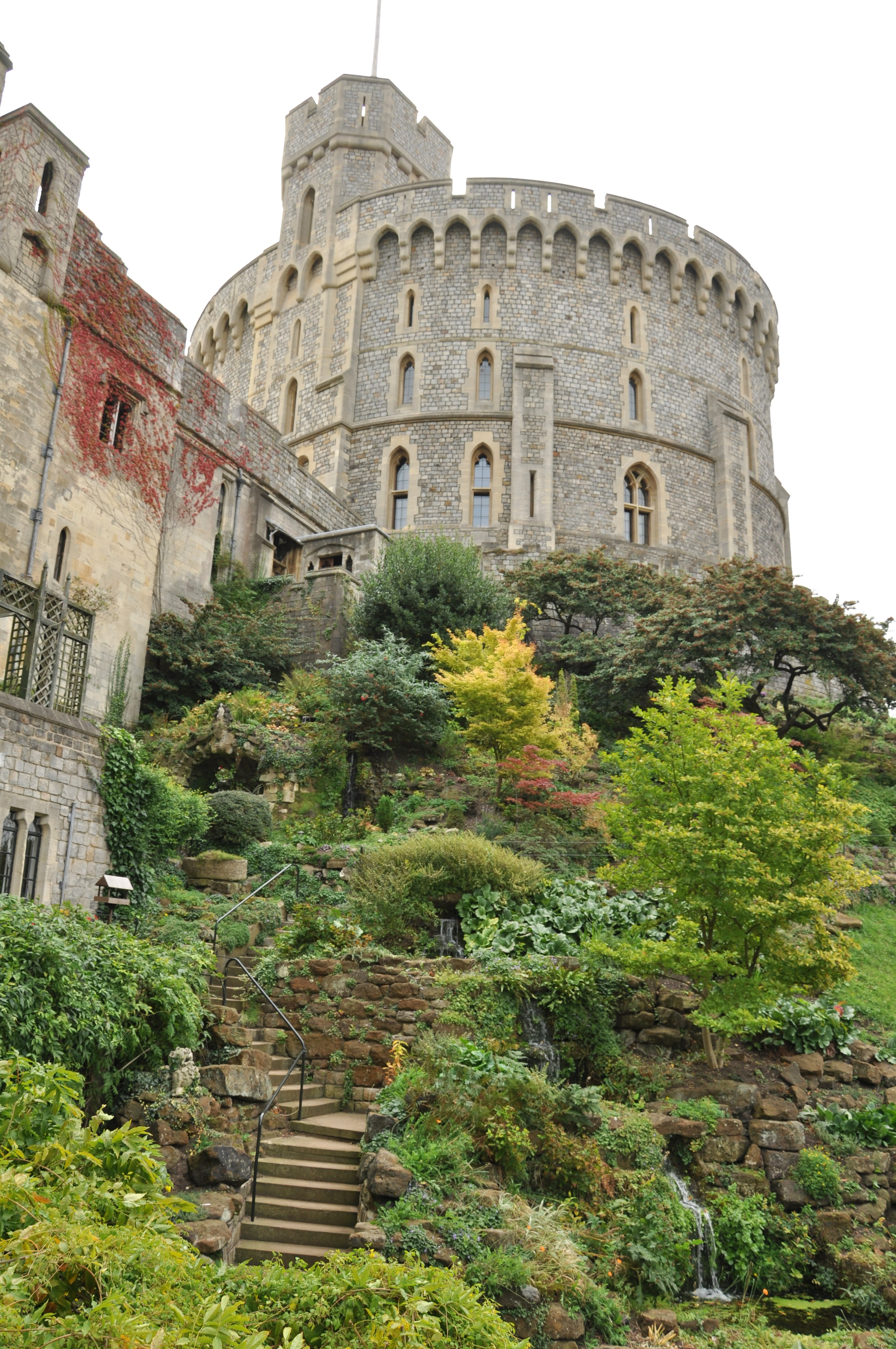 grade school essay on windsor castle Castle homework help castle homework help a castles is a large strong building, built in the past by a ruler or important person to protect the people inside from attack.